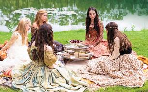 Mary und ihre Hofdamen